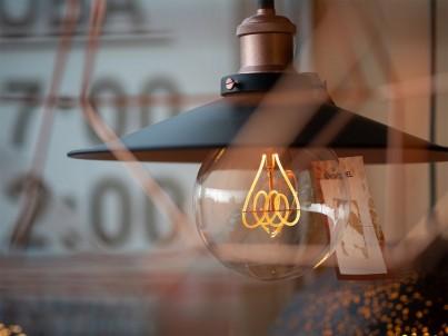 Ani industriální osvětlení u nás nechybí.